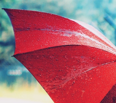 beautiful-red-umbrella-rain-wallpaper-desktop1